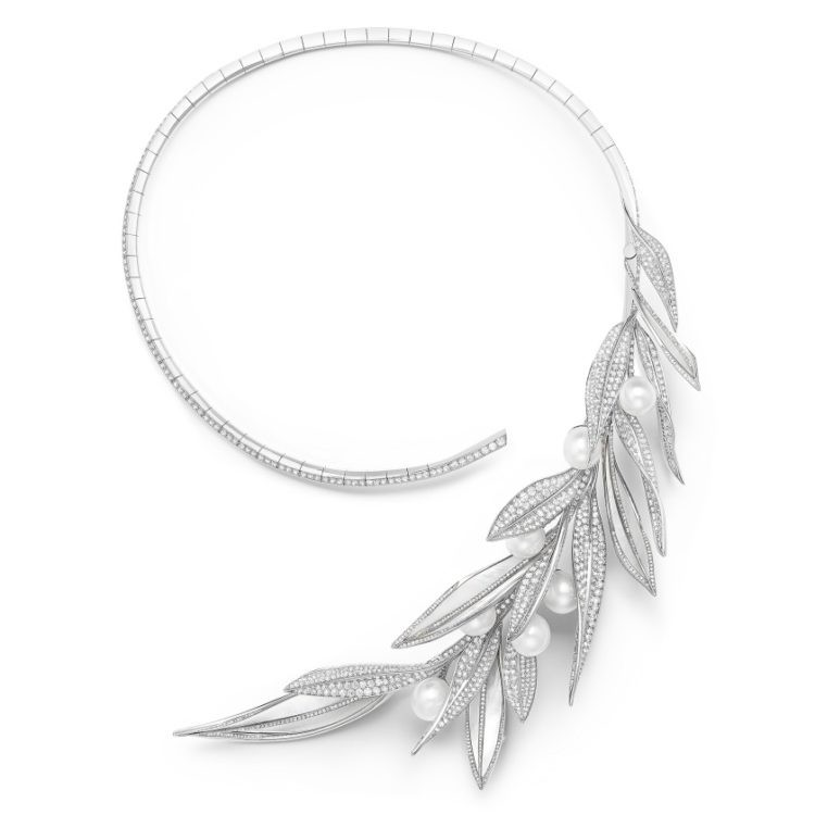 Feuilles de Laurier necklace set with mother of pearl and Akoya cultured pearls paved with diamonds in white gold 750x750 Salma Hayek w zjawiskowej bi uterii marki Boucheron Oscary 2020