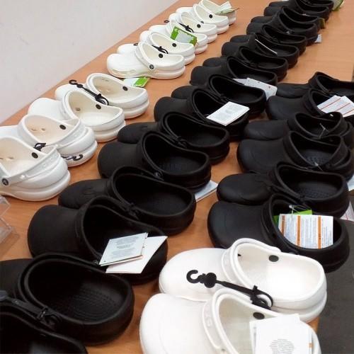 Crocs dla szpitala Crocs przekaza buty dla personelu medycznego