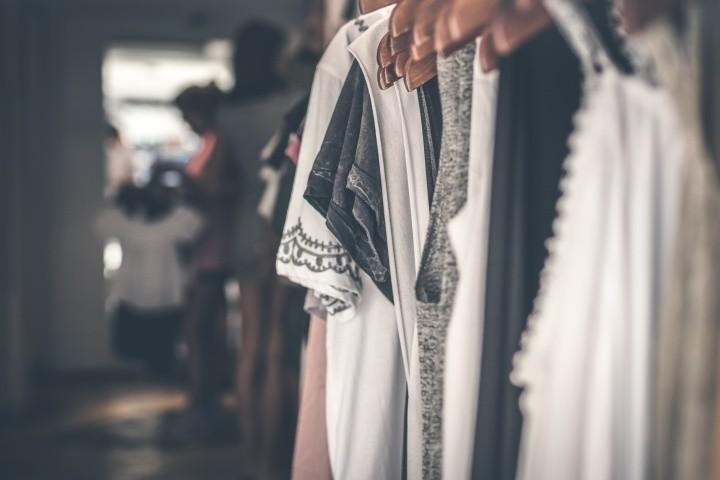 White and black floral cap sleeved shirt 994523 Chi scy projektanci mody wracaj do pracy Licz e odbij si od dna